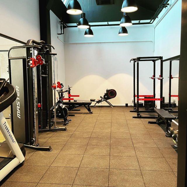 Varning, varning för väldigt välmående och vältränade tekniker! 🤓🦾🦿Vi utökar våra lokaler och har äntligen ett eget gym 🤩