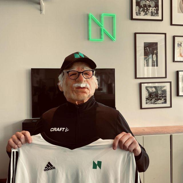 """BREAKING NEWS! 🚨Vi välkomnar ny Lifestyle Manager till Norteam - Pelle Paltnacke! Pelle kommer närmast från äldreboendet """"Solen"""" och har nyligen avslutat sin professionella fotbollskarriär i Manchester United 🤩"""